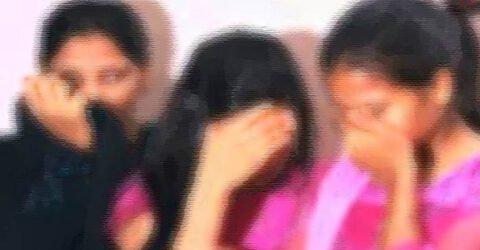 নোয়াখালীতে অসামাজিক কার্যকলাপের অভিযোগে স্থানীয়দের হাতে নারী সহ গ্রেপ্তার-৪
